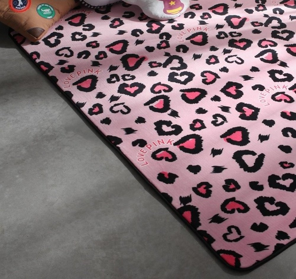 2.6x6 Feet Ukeler Pink Heart Design Girls Decorative Bedroom Rugs and Mats Super Soft Washable Floor Rugs for Makeup Room Kids Rugs for Playroom