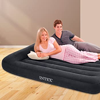 Das aufgebaute Pillow Rest Classic Full Luftbett von Intex