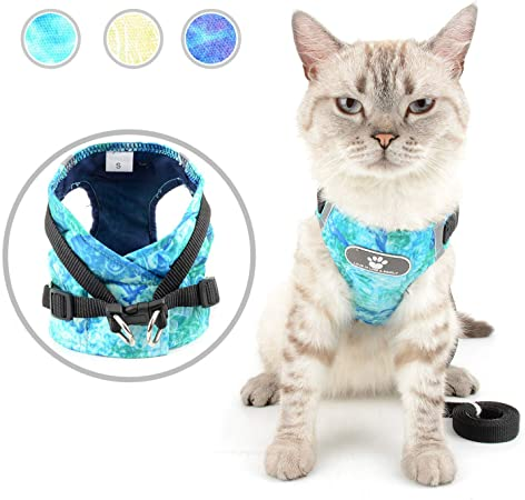 Zunea Pet Cat Harness and Leash Set Escape Proof for Walking No Pull Kitten Small Dog Harness Adjustable Reflective Step-in Puppy Cotton Padded Comfy Vest Lightweight Puppy Chihuahua Jacket Green M
