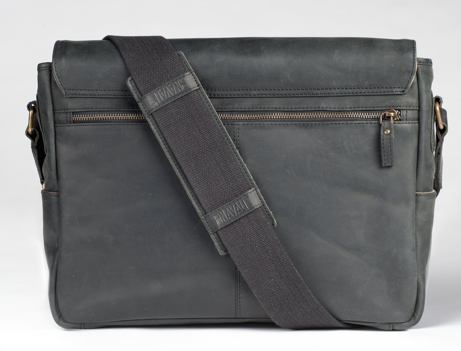 e06fb02e0c79 Amazon.com  Navali Mainstay Leather Laptop Messenger Bag - Crazy Horse  Leather - Perfect for 13 inch 15 inch Laptops - Black  Computers    Accessories