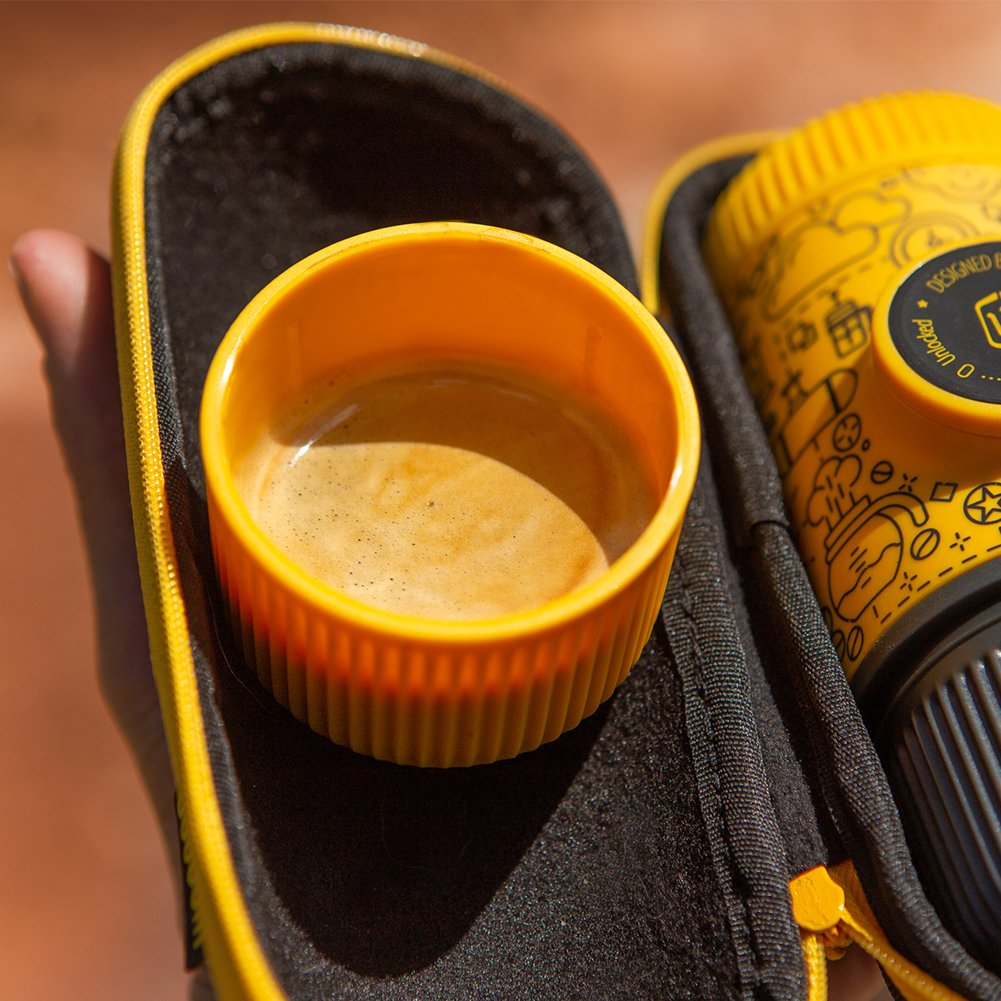 Wacaco Nanopresso Cafetera espresso portátil con funda protectora adjunta, Yellow Tattoo Patrol Edition, máquina de café para viajes pequeña, ...