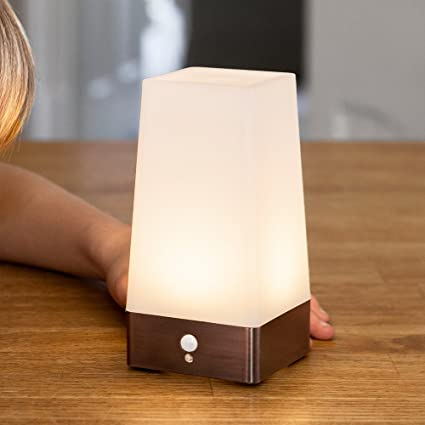 Lámpara de mesa cuadrada con sensor de movimiento de LED con base de cobre de Lights4fun