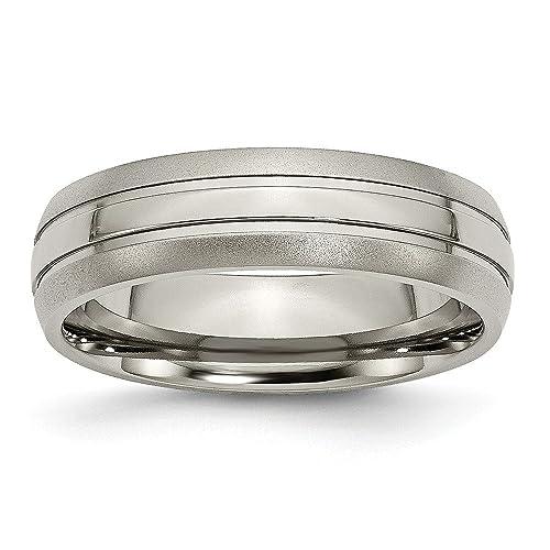 Amazon.com: JewelryWeb - Anillo de titanio con grabado de ...