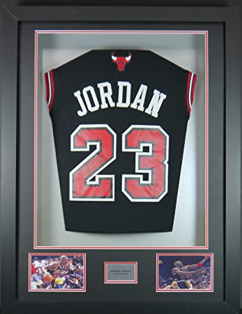 e714a44b69a Michael Jordan Chicago Bulls Jersey Signed 3D Rear Display with COA:  Amazon.co.uk: Sports & Outdoors
