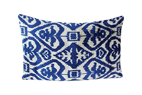 Cuscini Ikat.Silk Velvet Ikat Pillow Cover Bohemian Pillow Velvet Ikat Pillow