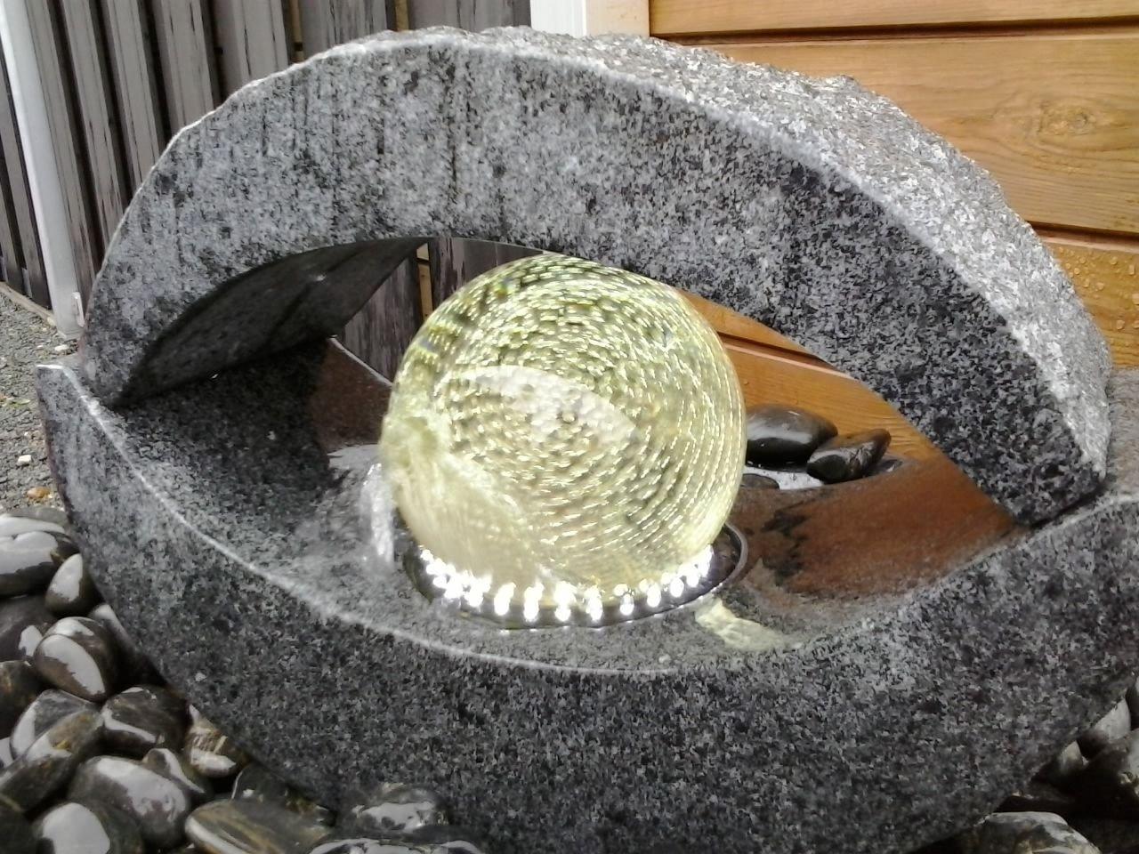 Extravaganter Granit Springbrunnen Brunnen LED Drehende Glasskugel ...