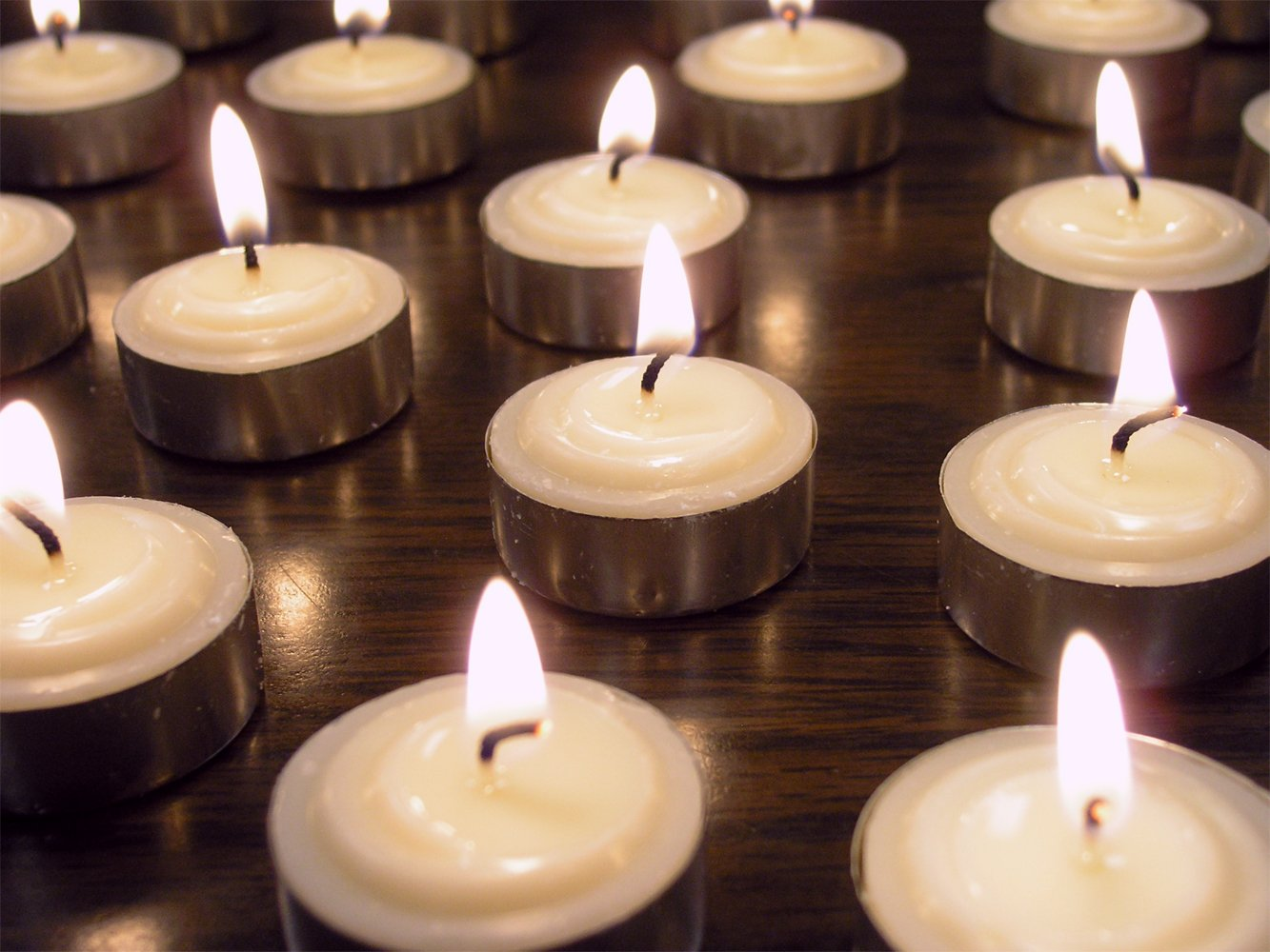 Amazoncom Smokeless Tealight Candles Set Of Unscented White - Restaurant table candles