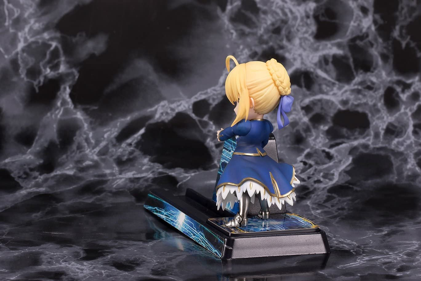 Fate//Grand Order Saber Altria 3-Inch Smartphone Stand