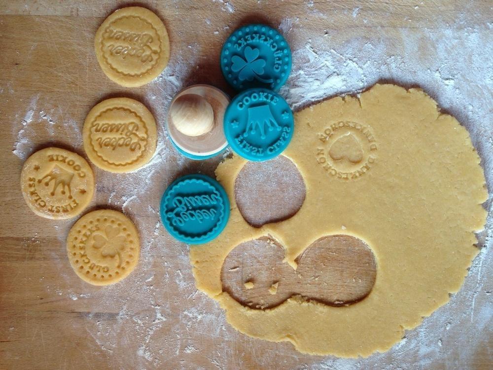 ricetta per realizzare perfettamente i biscotti 4 stampini a timbro per biscotti della fortuna biscotti da accompagnare al cappuccino biscotti pasquali 4 diversi design