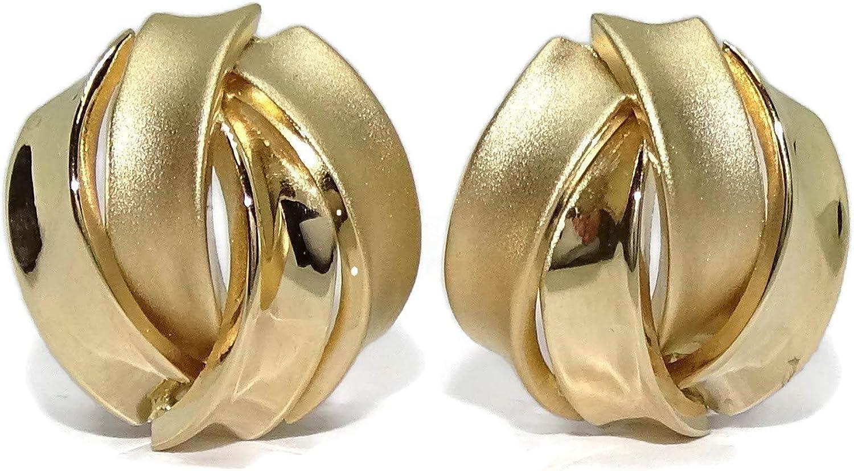 Pendientes para mujer de oro amarillo de 18k mate y brillo de 1.40cm de diámetro con cierre omega.
