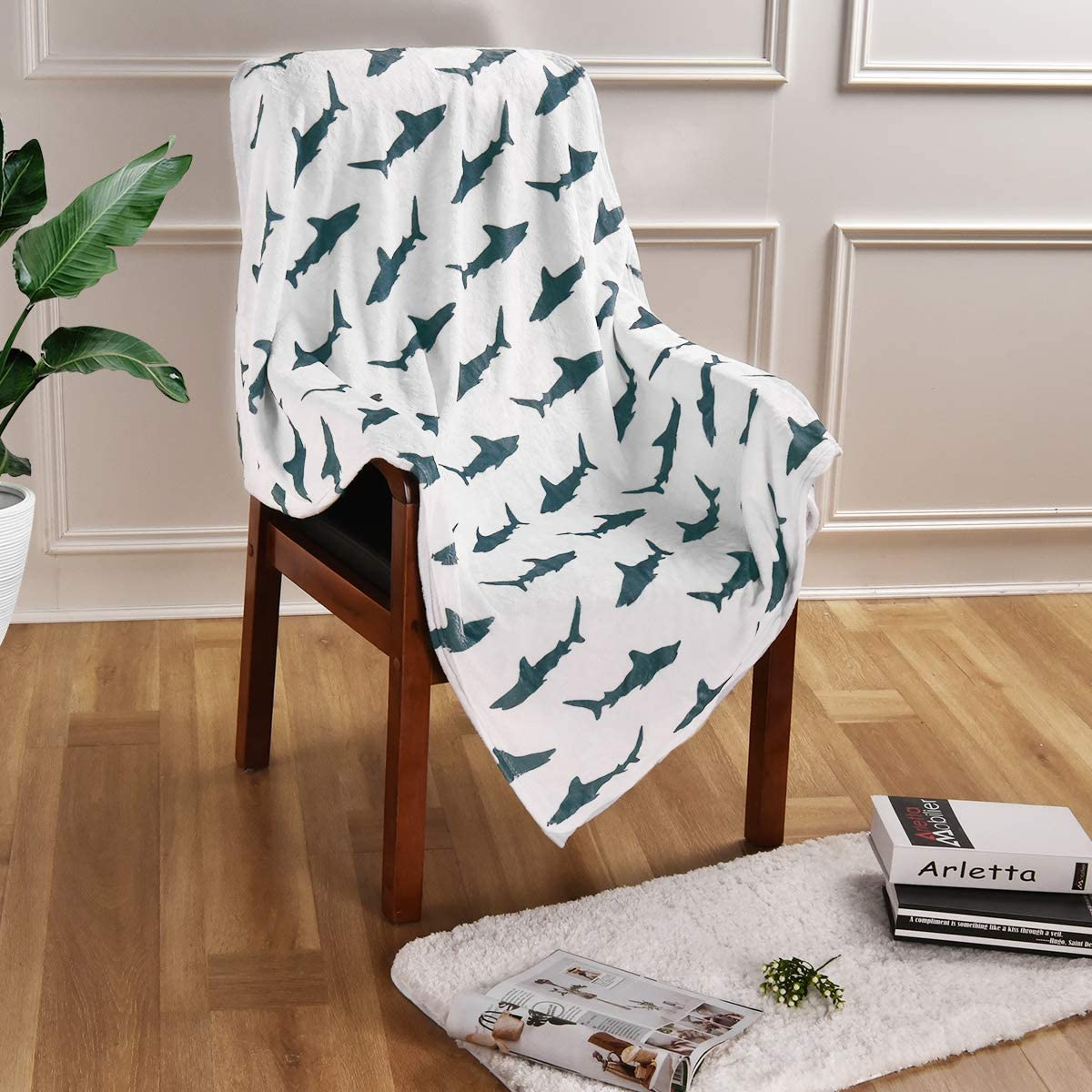 VERTKREA Sharks Silhouettes Throw Blankets, Flannel Throw Blanket, Cozy Soft Blanket for Couch, Bed, Chair, 40 x 50 Inches
