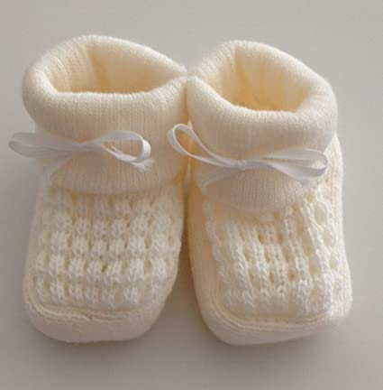 dd2fa4d81156 Babies Knitted Booties Baby Newborn Bootees White Pink Cream or Blue   Amazon.co.uk  Baby