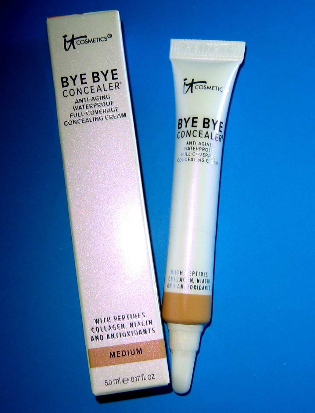 It Cosmetics MEDIUM Bye Bye Anti-Aging Waterproof Full-Coverage Concealer - 5 mL / 0.17 fl oz - NIB