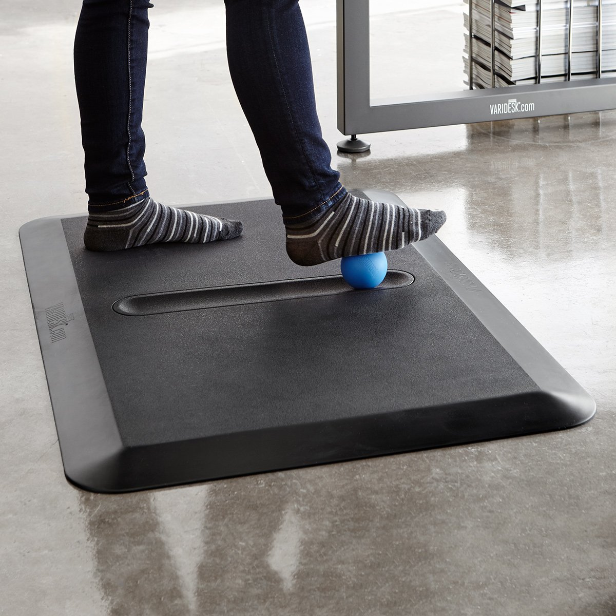VARIDESK - Standing Desk Anti-Fatigue Comfort Floor Mat – ActiveMat Groove by VARIDESK