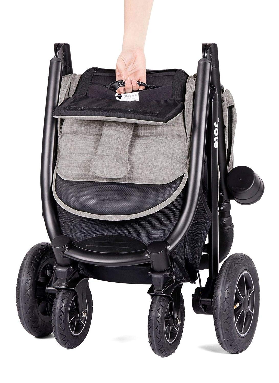 Man Kann den Kinderwagen sehr gut aufstellen oder wie ein Koffer mit sich ziehen.
