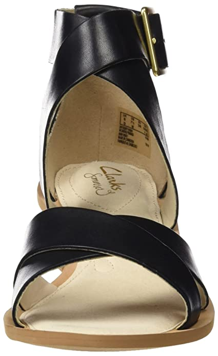 4570e5a09 Clarks Women s Sandcastle Ray Leather Fashion Sandals  Buy Online at Low  Prices in India - Amazon.in
