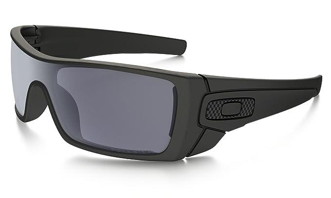 a67303fc84a Amazon.com  Oakley Batwolf Sunglasses Matte Black Grey Polarized   Cleaning  Kit Bundle  Clothing