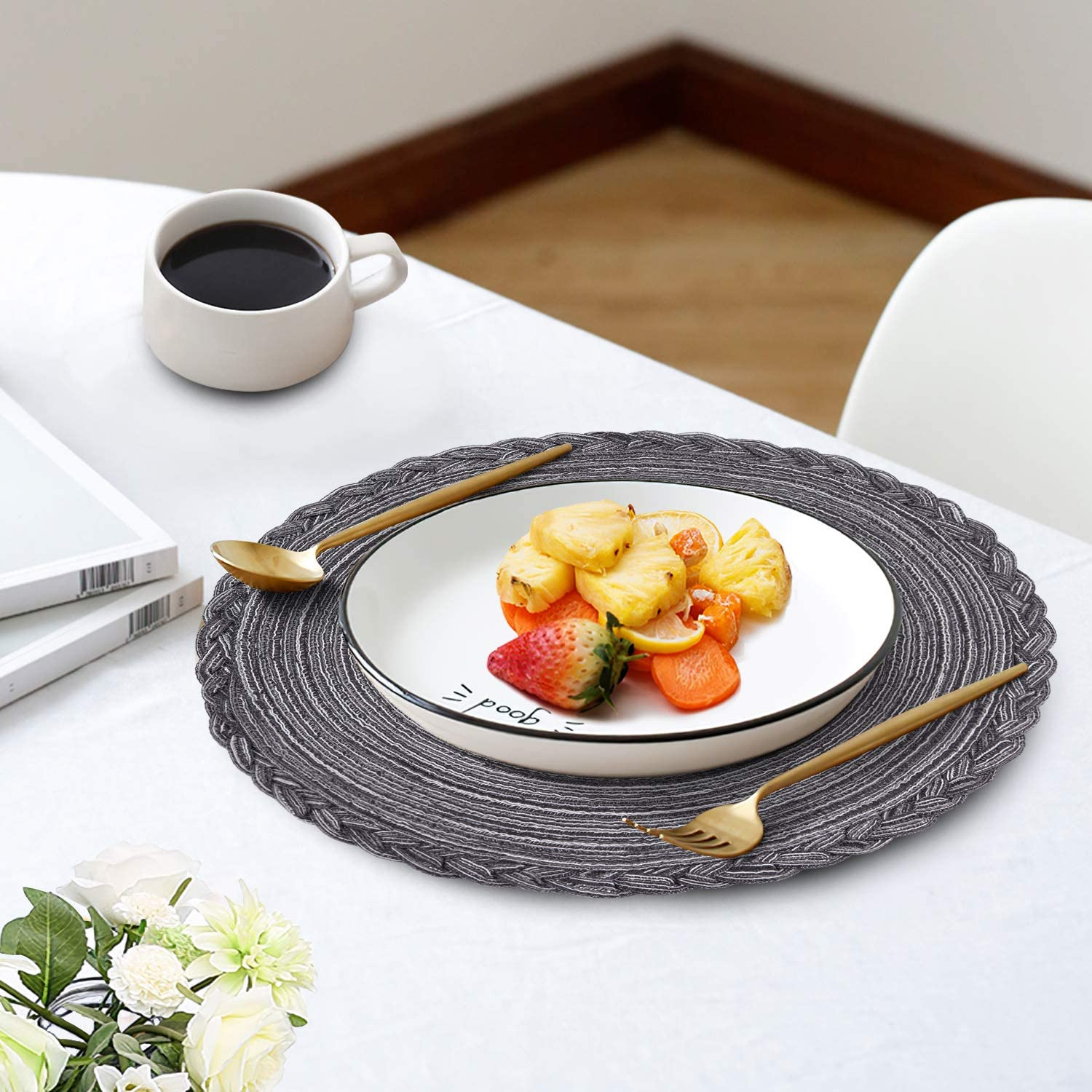 Homaxy Round Braided Christmas Placemats for Dining Table Set of 4 Woven Heat Resistant Non-Slip Happy Gingerbread Man Kitchen Table Mats 15 Diameter