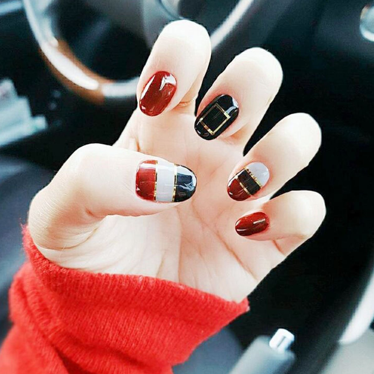 Yean False Nails 24Pcs/Set Fake Nails Bridal Full Cover Medium Oval Red and Black Glitter Nail Tips with Design Press on Nails with Glue and Adhesive Tab for Women and Girls