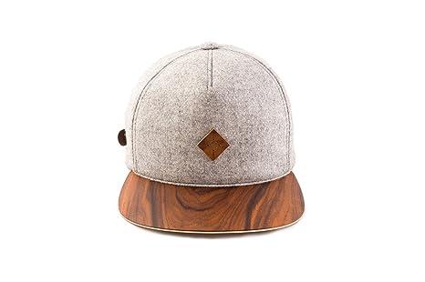 7f6f16cc0bc AUSTRA WEAR Snapback hat with PAU Ferro Wood Brim  Amazon.ca  Clothing    Accessories