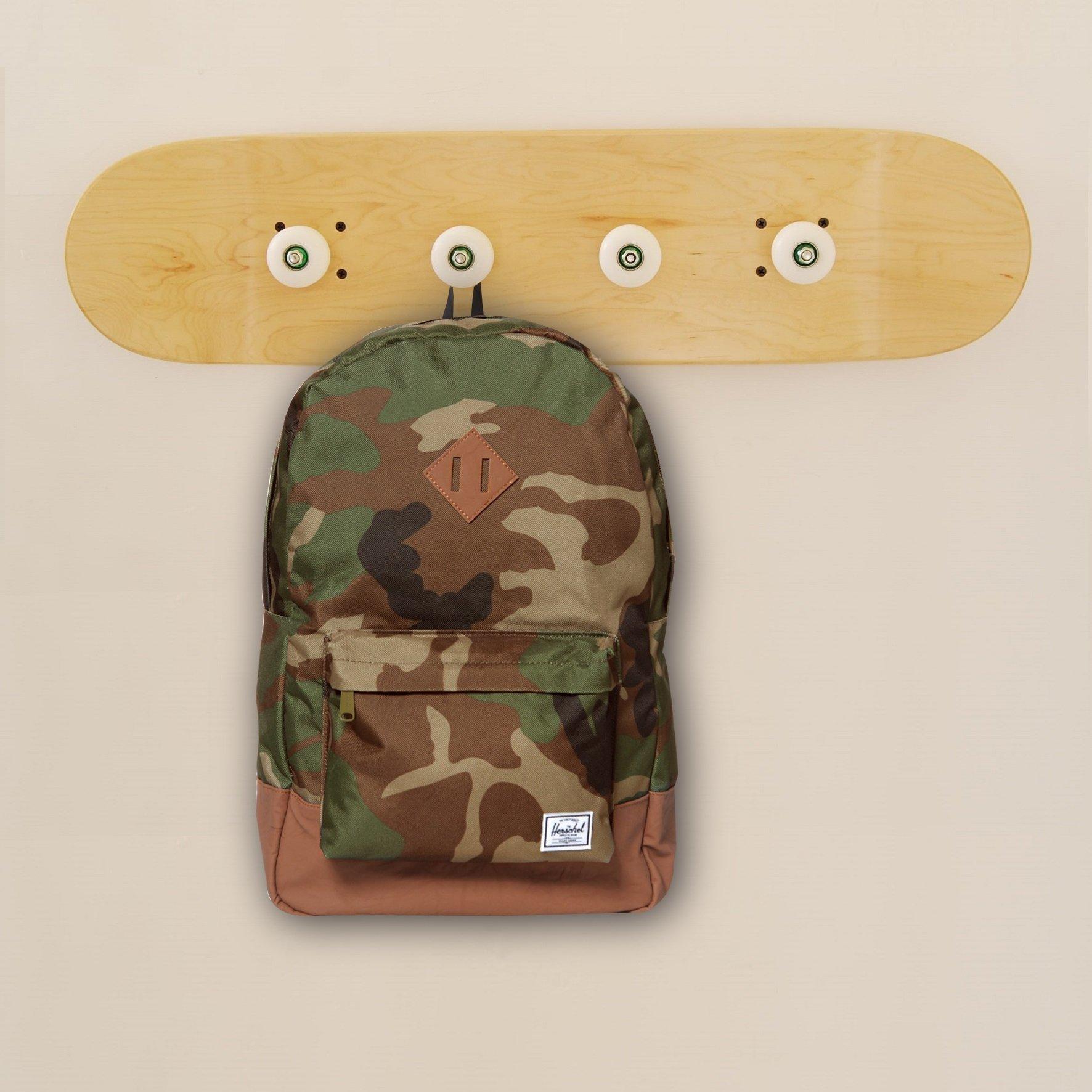 Skateboard wheels on Skateboard coat rack - Decoration kids bedroom - Varnished natural wood by SKATE HOME