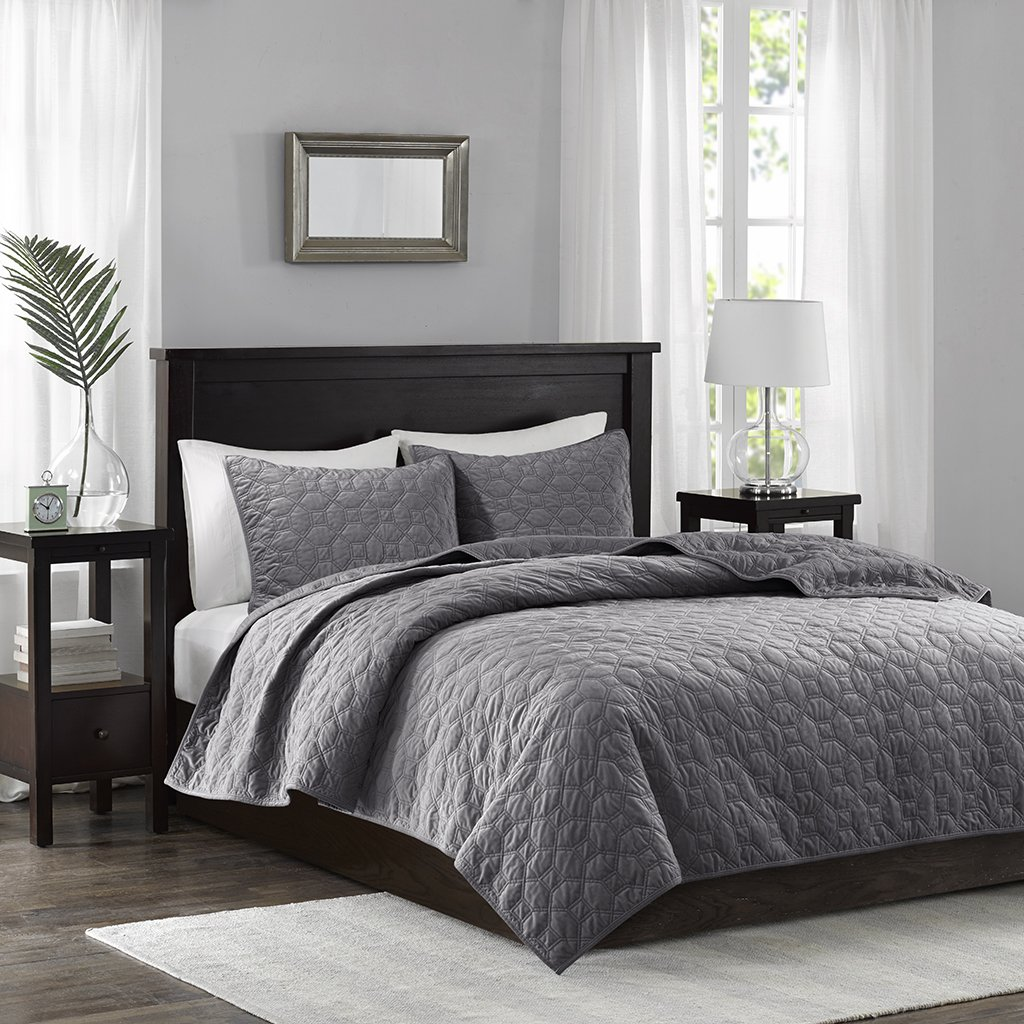 Madison Park Harper Velvet King/Cal King Size Quilt Bedding Set - Grey, Geometric – 3 Piece Bedding Quilt Coverlets – Velvet with 90% Cotton Filling Bed Quilts Quilted Coverlet