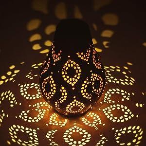 Hanging Solar Lanterns Outdoor Retro Solar Lights with Handle Metal Waterproof LED Table Lamp Solar Powered Lantern Lights for Garden,Yard,Tabletop,Patio,Lawn Decor,Bronze