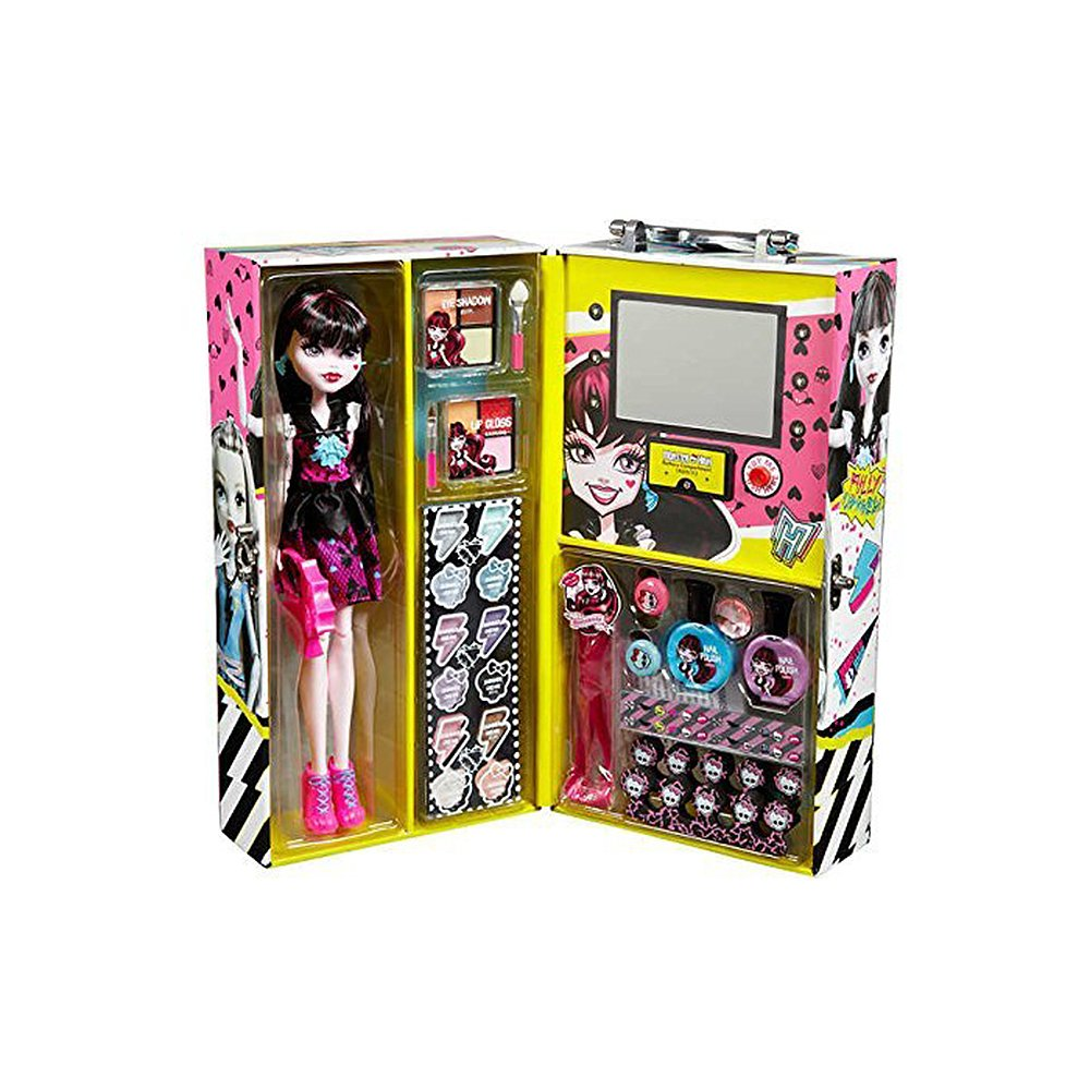 Monster High Fashion Doll with 57 pcs Ghoul Beauty Collection - Draculaura