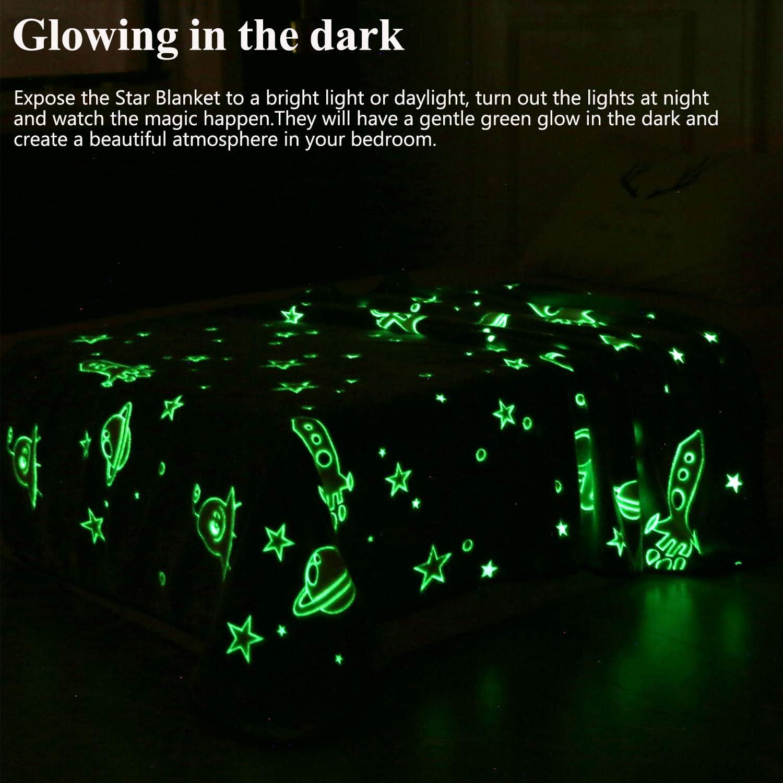 VIVILINEN Couverture Brillante Couverture Polaire du Lit avec Galaxie /Étoiles Lune Ultra Douce pour Enfants Glow in The Dark 152 203cm
