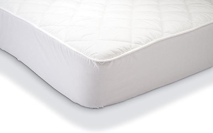 Amazon Basics - Protector de colchón acolchado impermeable 150 x 200 cm