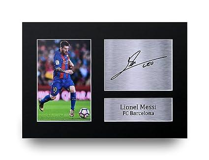 Marco y foto de Lionel Messi jugando para el club de fútbol Barcelona ,