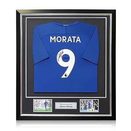 Camiseta de fútbol Chelsea 2017-18 firmada por Alvaro Morata. En marco negro de