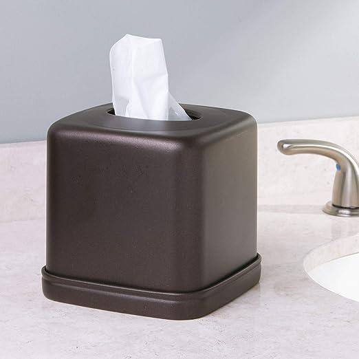 mDesign Juego de 3 accesorios para el baño - Con bandeja para toallas y caja para pañuelos y toallitas - 2 frascos de vidrio con tapa para sales de baño, ...