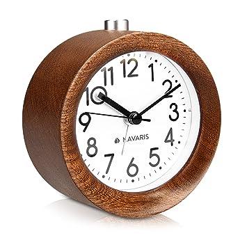 Navaris Reloj analógico de Madera con función Snooze - Despertador Retro de sobremesa con luz y Alarma - Reloj Natural silencioso en marrón Oscuro: ...