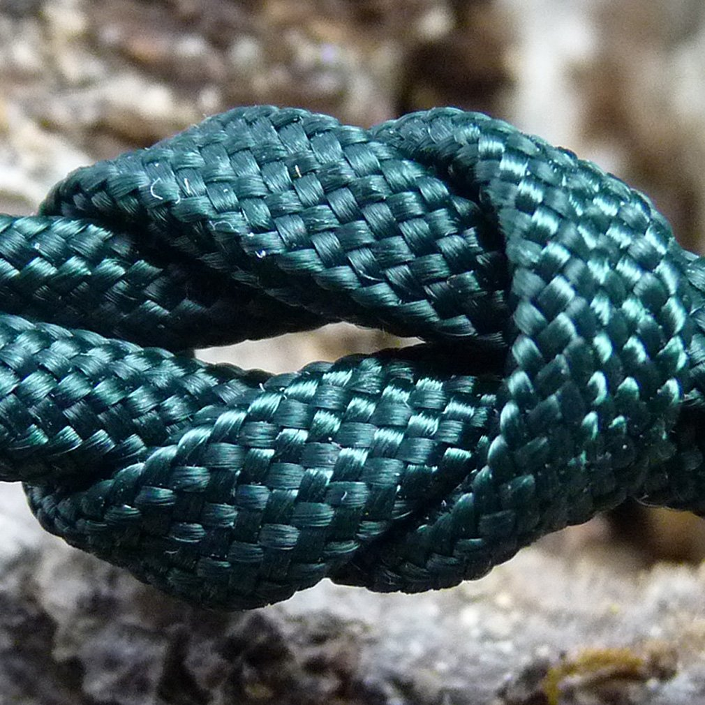 Paracord Deep Emerald Green 100 ft. Hank, 7 Internal Strands, 550 Lb. Break Strength.  Military Survival Parachute Cord for Bracelets & Projects.  Guaranteed Made In US.  Includes 2 eBooks. by Dakota Gear (TM) (Image #3)