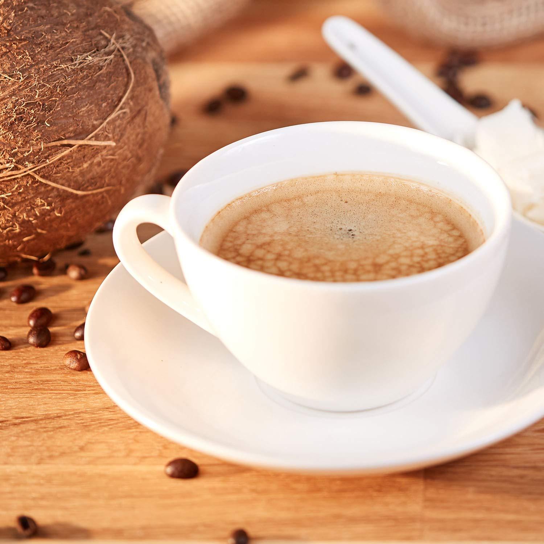Wie man mit Kaffee und Kokosöl Gewicht verliert