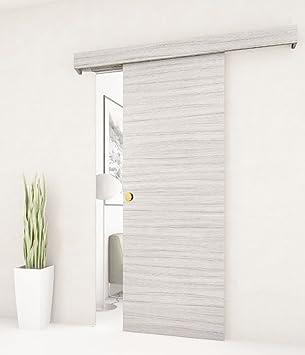 Puerta corredera exterior de pared realizada en madera blanca de ...