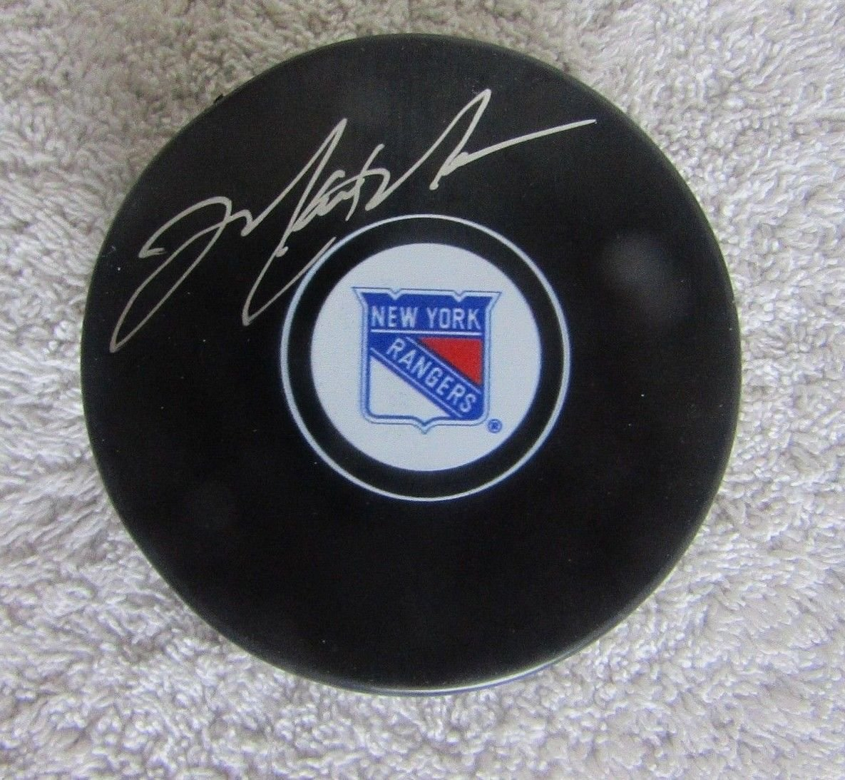 2ef4411dc MARK MESSIER AUTOGRAPHED SIGNED NEW YORK RANGERS HOCKEY PUCK at Amazon s  Sports Collectibles Store