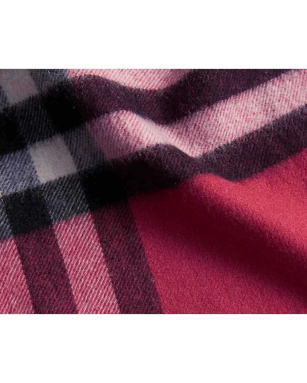 a01b333a457f BURBERRY LONDON - Echarpe 100% Cachemire - 168 x 30cm (38950931) - rouge,  Unique  Amazon.fr  Vêtements et accessoires