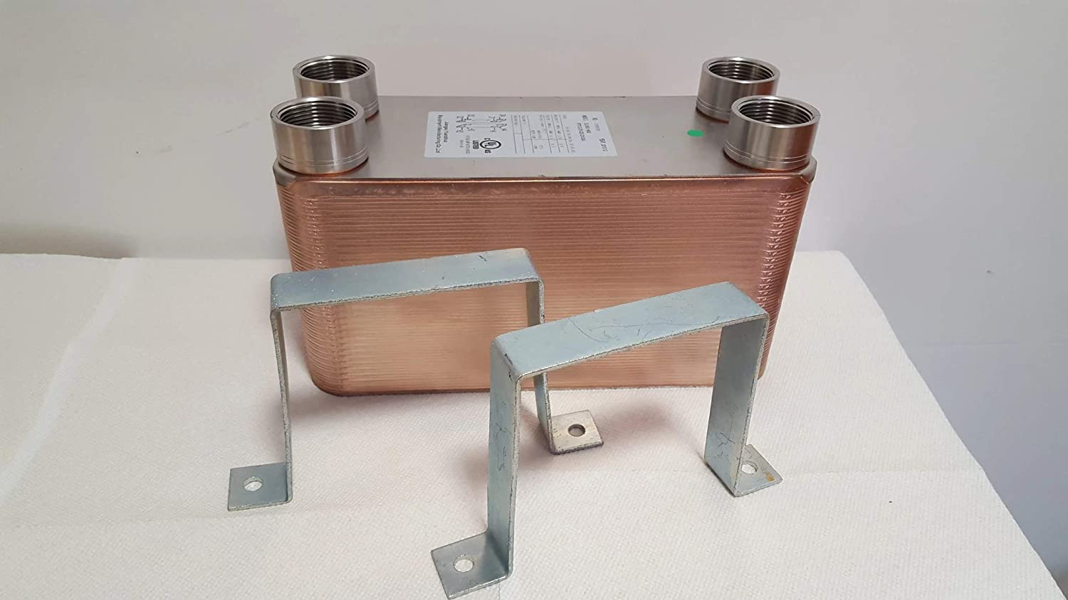 """90 Plate Water to Water Brazed Plate Heat Exchanger 1 1//4/"""" MPT Ports w// Brackets"""