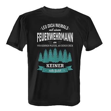 Leg dich niemals mit einem Feuerwehrmann an, wir kennen Plätze an denen  dich keiner mehr findet - Herren T-Shirt von Fashionalarm | Fun Shirt Spruch  Spaß ...