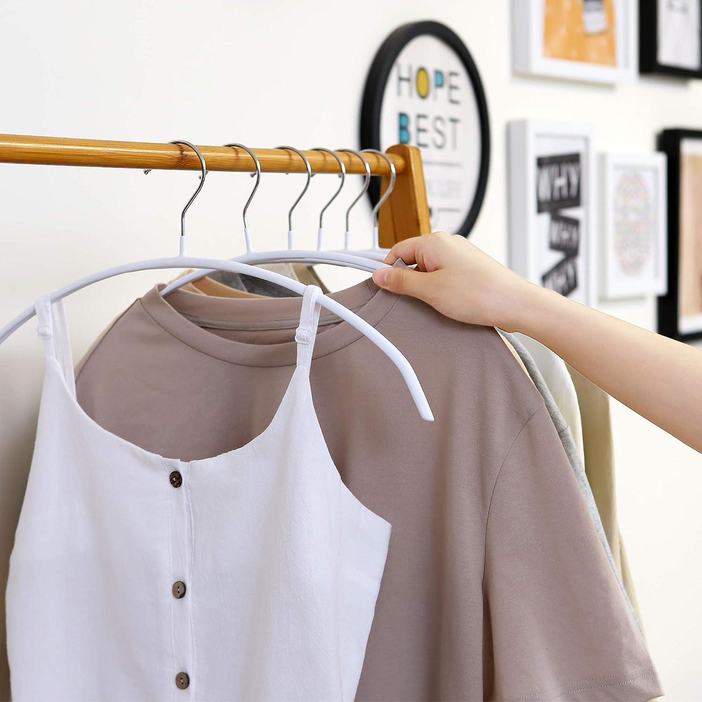 ハンガー セーター セーターなどのニット製品をスッキリ収納するポイント!衣替え後の保管方法もご紹介! TRANKROOM MAG