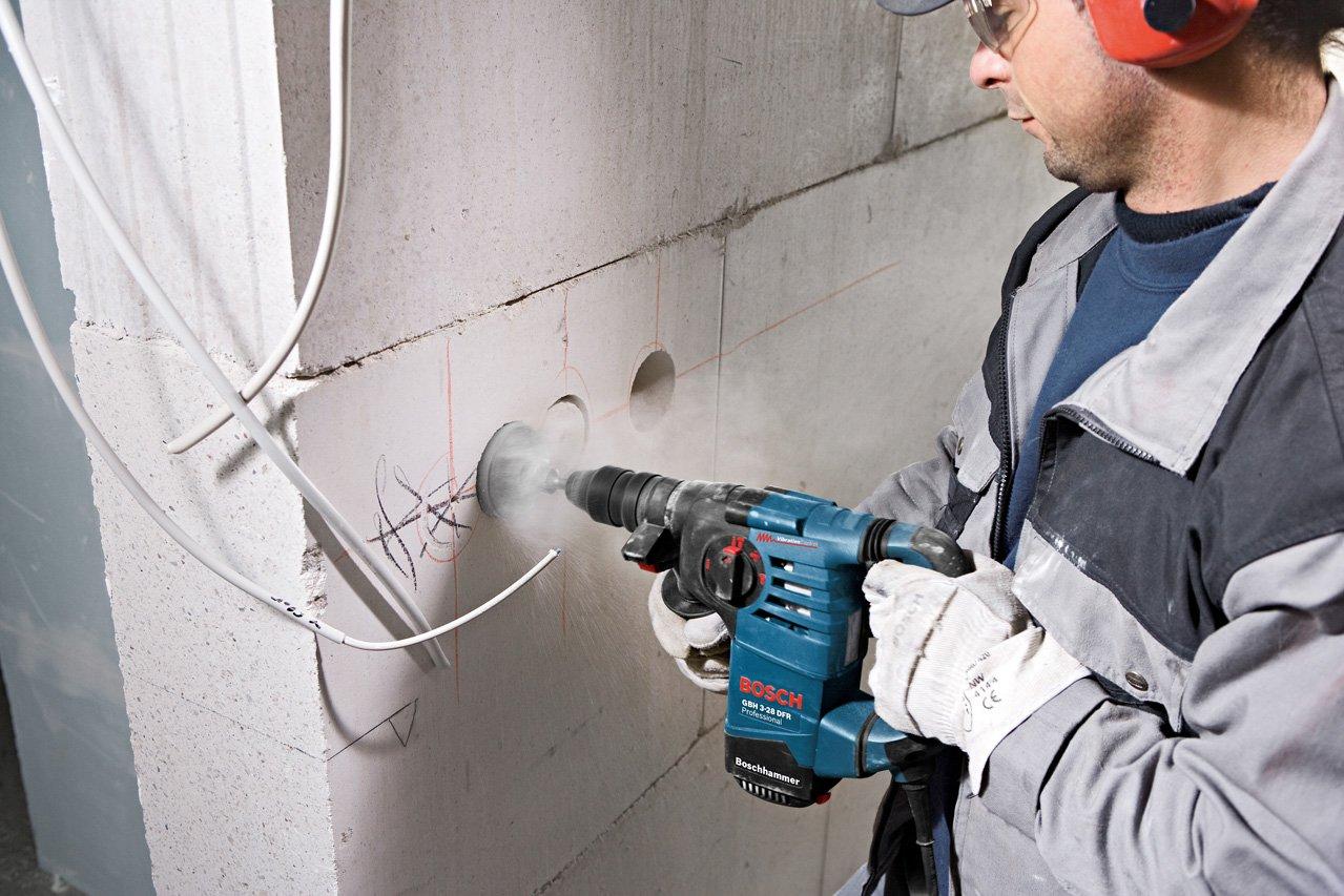 Auch beim Dosen setzen hinterlässt der Bohrhammer Bosch GBH 3-28 DFR einen guten Eindruck
