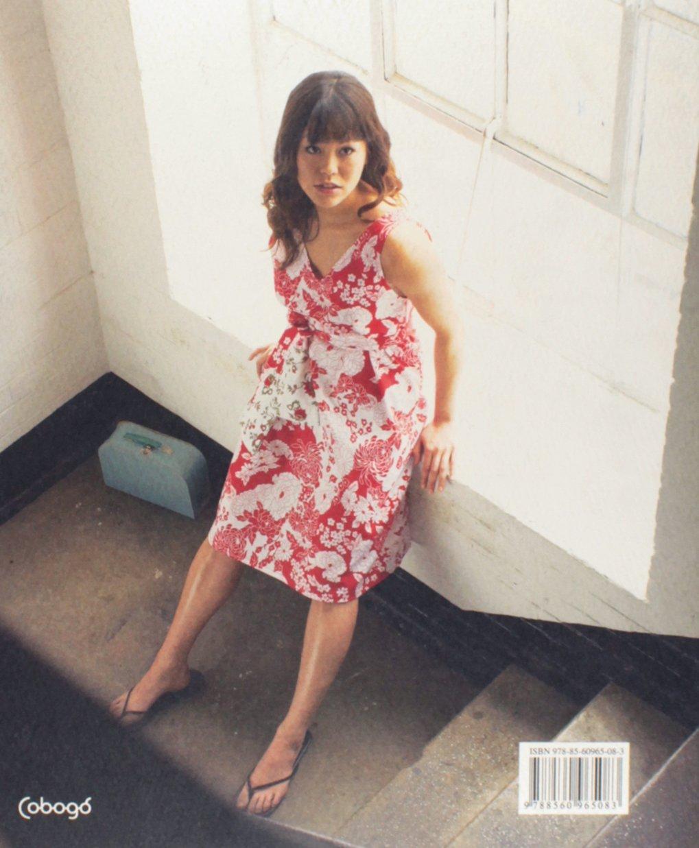Um Pedaco de Tecido (Em Portugues do Brasil): Lena Santana: 9788560965083: Amazon.com: Books
