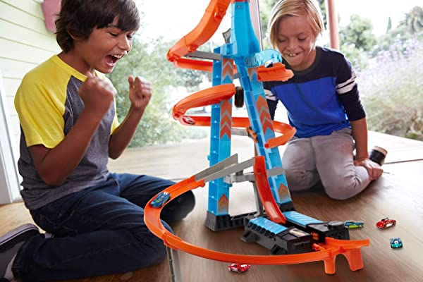 Hot Wheels Sky Crash Tower vehicle racetrack playset for kids