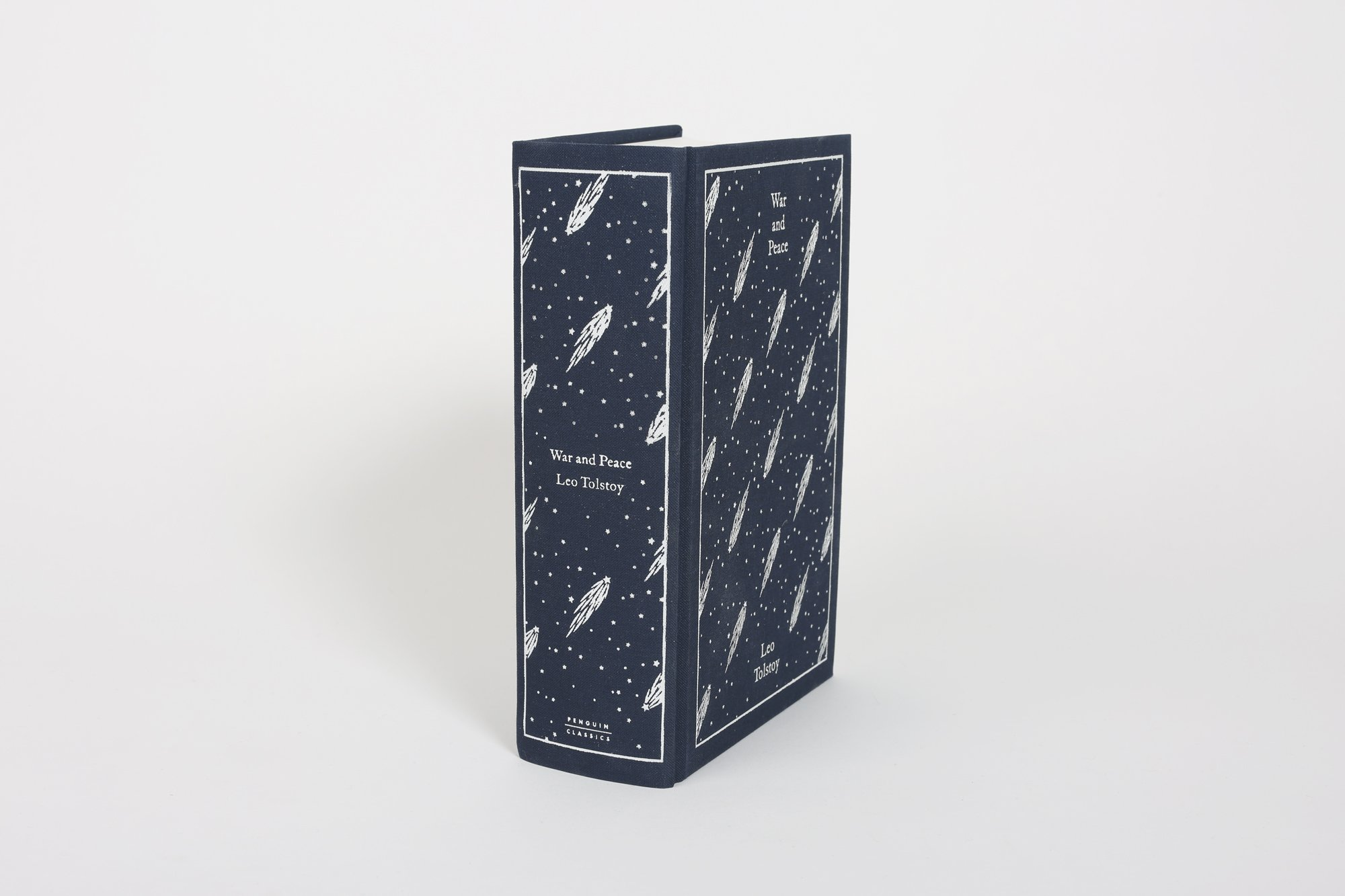 war and peace penguin clothbound classics co uk leo war and peace penguin clothbound classics co uk leo tolstoy 9780241265543 books