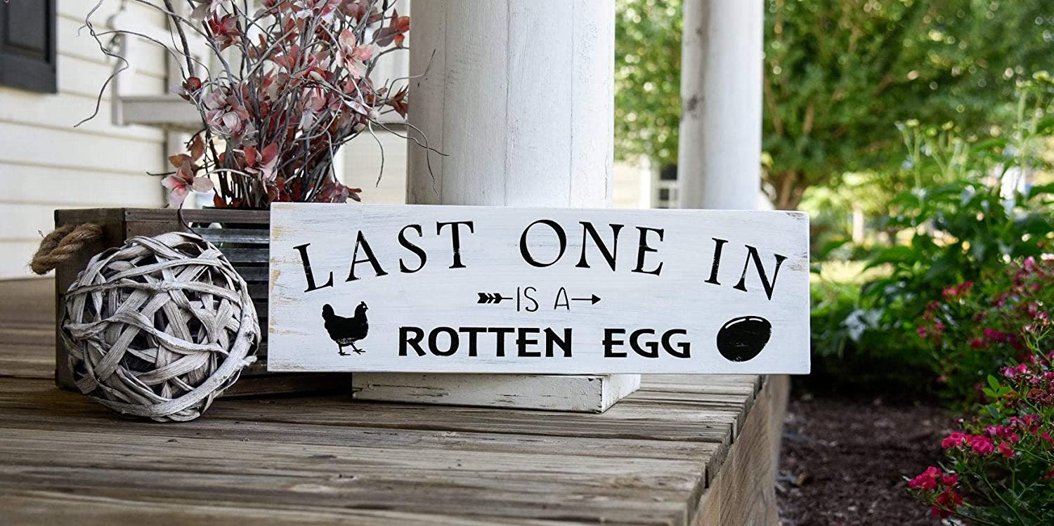 Amazon Com Last One In Is A Rotten Egg Vintage Wood Sign Rustic Wooden Signs Wood Block Plaque Wall Decor Art Farmhouse Home Decoration Gift 4x12 Inches Home Kitchen