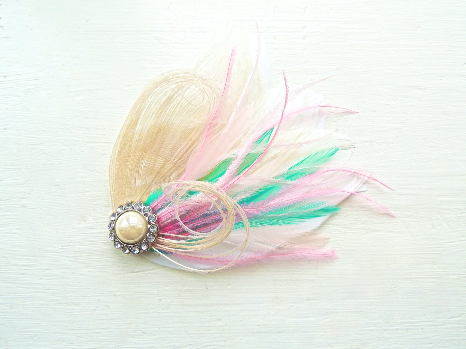 Amazon.com  Oh Lucy Handmade SIDNEY Peacock Feather Fascinator ... d22203d64cf