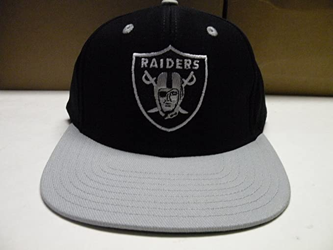 Amazon.com   NFL LA Raiders Classic Logo 2 Tone Retro Snapback Cap Oakland    Sports Fan Baseball Caps   Sports   Outdoors 7daa074683d