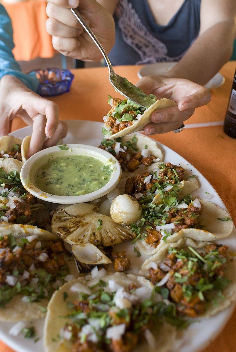 La tacopedia. Enciclopedia del taco Spanish Edition by Deborah Holtz 2012-11-05: Amazon.es: Deborah Holtz;Juan Carlos Mena: Libros